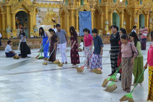 One of the only group devotions - a line of people sweep around the stupa, in unison.